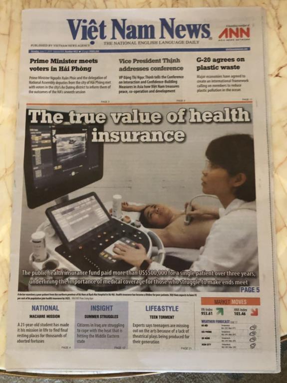 越南當地最大英文報紙Viet Nam News昨以頭條新聞刊登健保對全民的照顧。