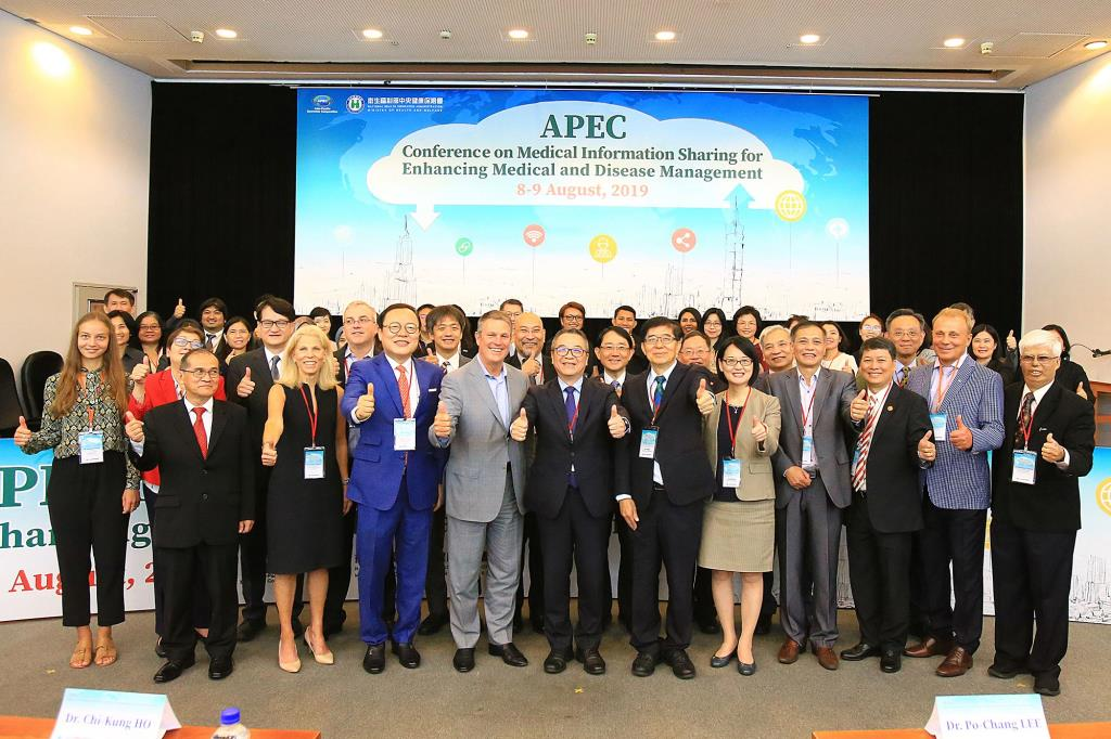 Group photo of all invited speakers, moderators, panelists and participants from APEC member economies.